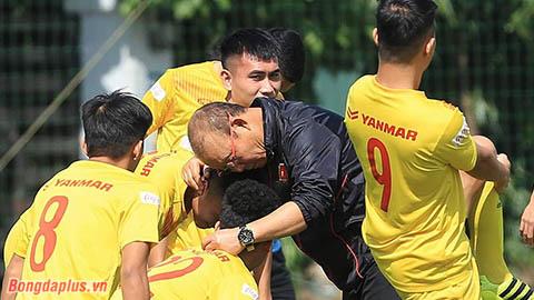U22 Việt Nam chênh lệch đẳng cấp, ông Park đau đầu