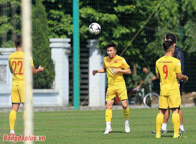 Hôm qua (10/11), U22 Việt Nam đã đón lực lượng đầy đủ nhất với 34 thành viên có mặt. Những Hai Long, Việt Anh, Văn Tới, Văn Xuân... đã tập trung sau khi V.League 2020 hạ màn