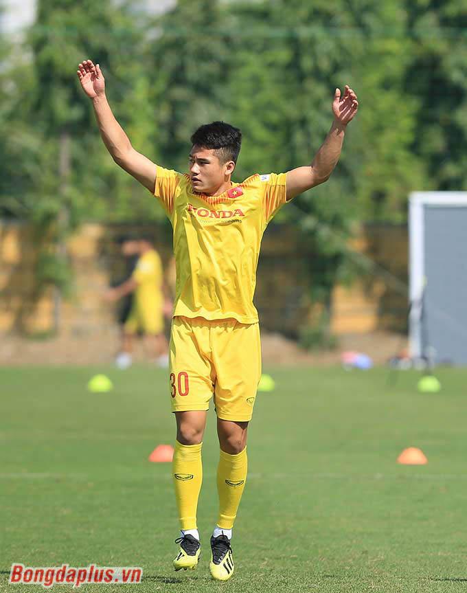 Cầu thủ 17 tuổi - Nguyễn Phi Hoàng thích ứng nhanh trên đội U22 Việt Nam