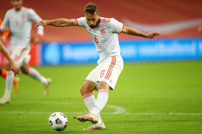 Canales mở tỷ số cho Tây Ban Nha ở phút 19