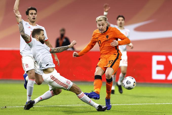 Van de Beek gỡ hòa cho Hà Lan ở phút 47