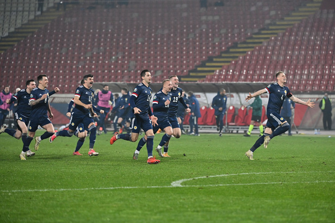 Scotland giành chiến thắng trên chấm 11m để lần đầu tiên sau 23 năm góp mặt tại một giải đấu lớn