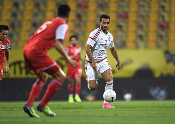 UAE khổ sở với hàng thủ