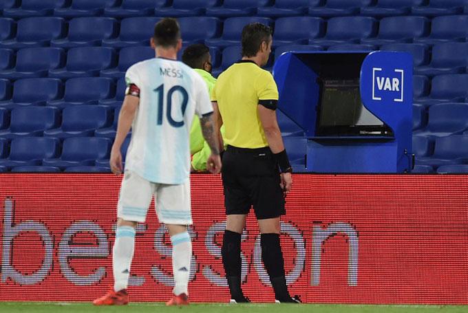 Anh vừa tiếp tục vận đen cùa mình khi bị VAR từ chối bàn thắng ở trận hòa Paraguay