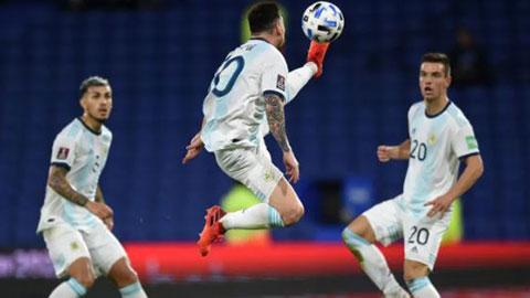 CĐV phát cuồng với pha đỡ bóng thế võ Karate của Messi trước Paraguay