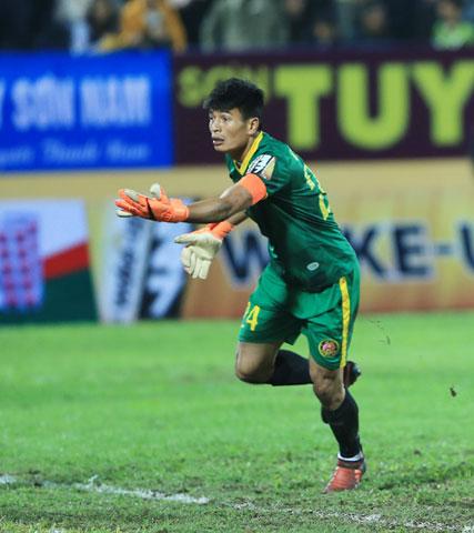 HLV Nguyễn Thành Công hài lòng khi Quảng Nam FC chiêu mộ được thủ môn Đức An - Ảnh: ĐỨC CƯỜNG