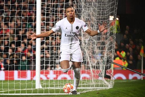 Mbappe ăn mừng trong màu áo PSG tại Champions League