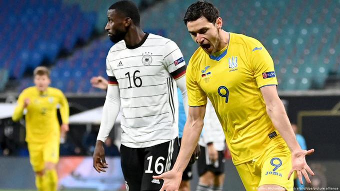 Yaremchuk mở tỷ số cho Ukraine ngay phút thứ 12