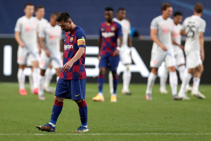 Messi vô cùng thất vọng sau khi cùng Barca trải qua trận thua muối mặt 2-8 trước Bayern tại tứ kết Champions League 2019/20