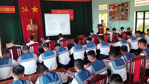 Lữ đoàn 147 Hải quân tổ chức bồi dưỡng lý luận chính trị lớp đối tượng kết nạp Đảng năm 2020