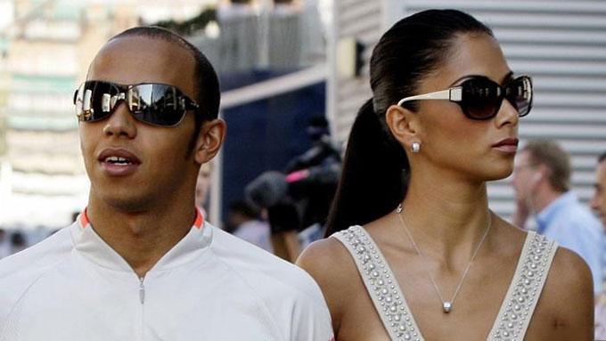 Hamilton có một danh sách dài những người tình nổi tiếng như diễn viên Kate Hudson, ca sỹ Rihanna hay tay vợt Maria Sharapova. Người anh gắn bó lâu nhất là ca sỹ Nicole Scherzinger