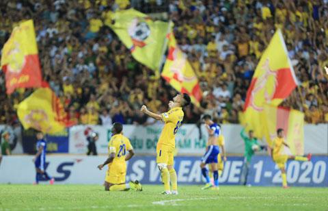 Sân Thiên Trường luôn phủ kín NHM là điểm tựa lớn cho CLB Nam Định - Ảnh: Phan Tùng