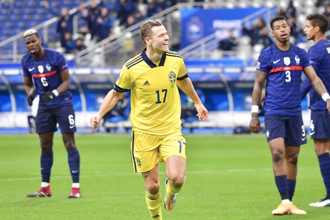 Claesson bất ngờ mở tỷ số cho Thụy Điển ngay phút thứ 5
