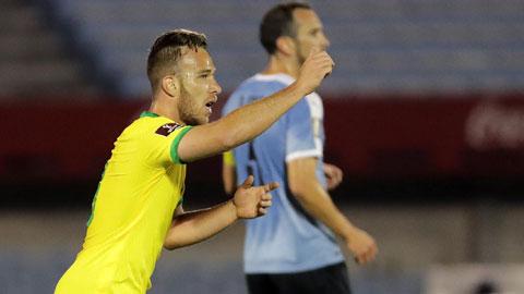 Arthur 'mở tài khoản' trong màu áo Brazil