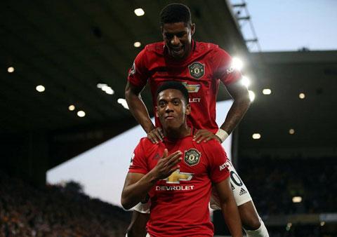 Khi Rashford và Martial chấn thương, NHM Man United có thể tin tưởng vào Cavani (ảnh chủ)  trên hàng công Quỷ đỏ