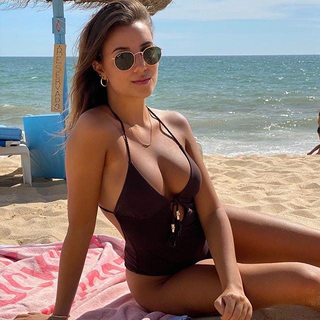 April Ivy - bạn gái trung vệ tân binh Ruben Dias là ca sỹ kiêm đại sứ thương hiệu thời trang Tezenis
