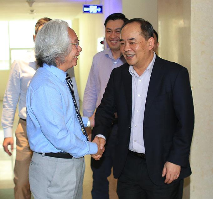 Đoàn cán bộ của LĐBĐ Việt Nam (VFF) do ông Lê Khánh Hải - Phó Chủ nhiệm Văn phòng Chủ tịch nước, Chủ tịch VFF dẫn đầu đã đến thăm và làm việc với Tạp chí Bóng đá - Ảnh: Đức Cường