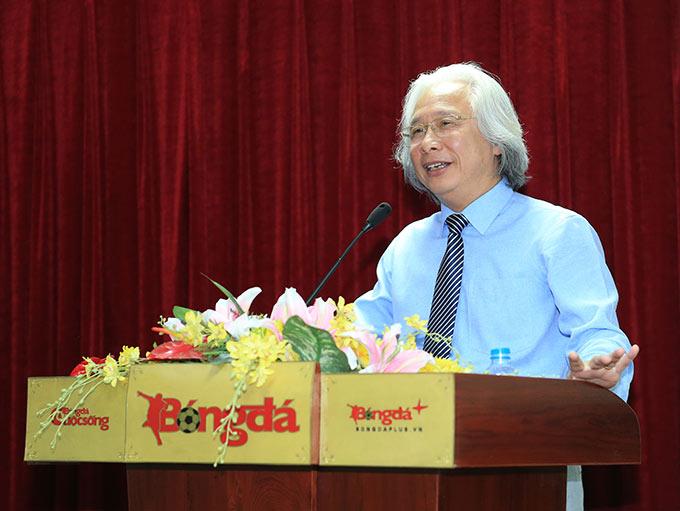 Tổng biên tập Nguyễn Văn Phú đã báo cáo Chủ tịch Lê Khánh Hải cùng đoàn cán bộ VFF về nỗ lực vượt qua khó khăn do ảnh hưởng của dịch Covid-19 cũng như những thành tích mà Tạp chí Bóng đá đạt được trong năm nay - Ảnh: Đức Cường