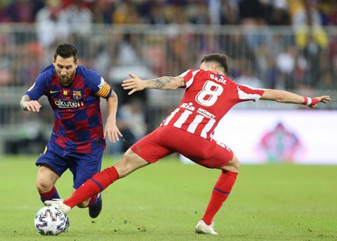 Trên sân nhà, Saul (phải) và đồng đội dư sức ngăn cản Barca tại Madrid