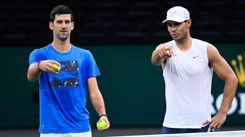 Khác với Nadal, Djokovic (trái) luôn muốn cải cách các giải đấu tennis
