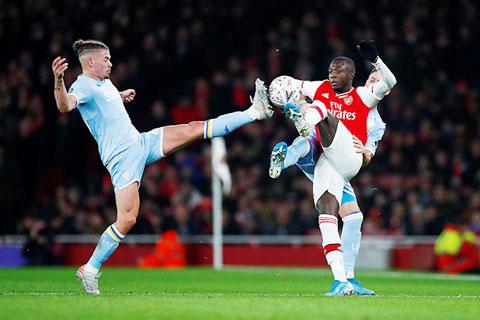 Pepe (áo sẫm) cùng Arsenal khó khuất phục được kẻ nổi loạn Leeds