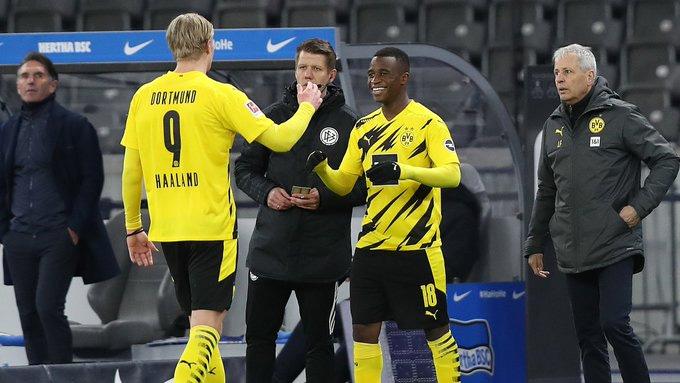 Moukoko đá thay Haaland khi trận đấu còn 5 phút là kết thúc