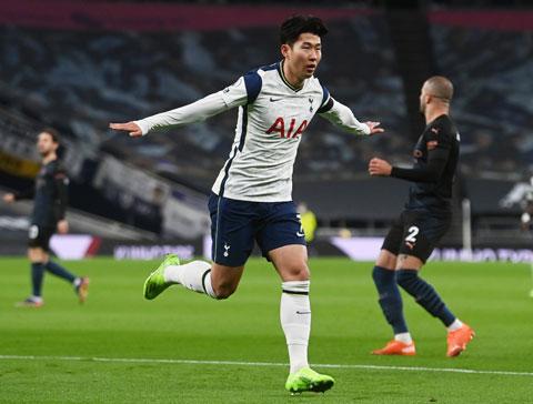 Son Heung-min ăn mừng bàn thắng mở tỷ số vào lưới Man City