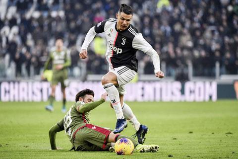 Juve của Ronaldo (trên) sẽ thắng dễ đối thủ Ferencvaros để giành vé đi tiếp