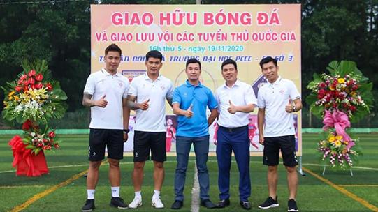 Cựu tuyển thủ Sỹ Mạnh, Quang Thanh, bầu Tony (CP Sport), anh Thọ và anh Minh Thảo (Thanh Hoá miền Nam) chụp hình lưu niệm