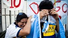 CĐV chìm trong biển nước mắt tiếc thương Maradona