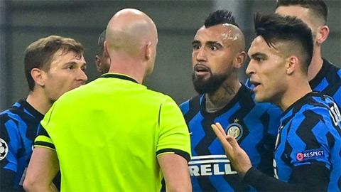 Vidal nhận bị đuổi khỏi sân sau 2 chiếc thẻ vàng nhanh nhất lịch sử