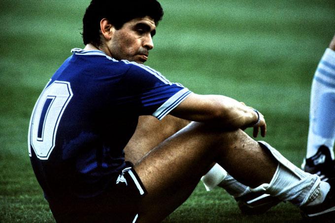 Maradona buồn bã sau thất bại ở chung kết World Cup 1990.