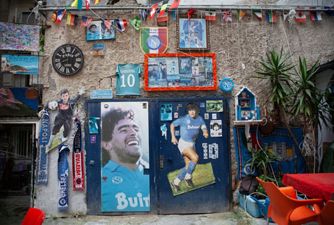 Hình ảnh Maradona trên khắp các con phố của Napoli