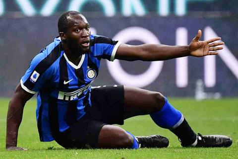 Lukaku sẽ bênh vực thế nào cho ông thầy Conte nếu Inter của anh ngã ngồi trên sân của Sassuolo?