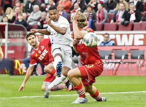 Bayern (áo sáng) sẽ giành 3 điểm không mấy khó khăn