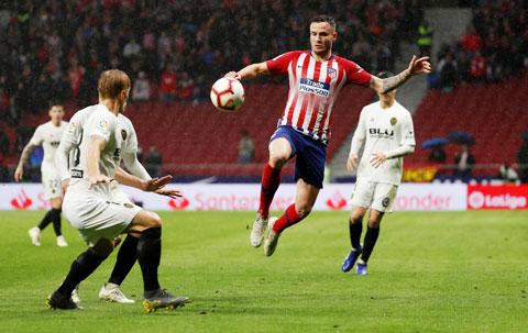 Gặp Valencia (áo sáng), Atletico Madrid đang tự tin giành 3 điểm ngay tại Mestalla