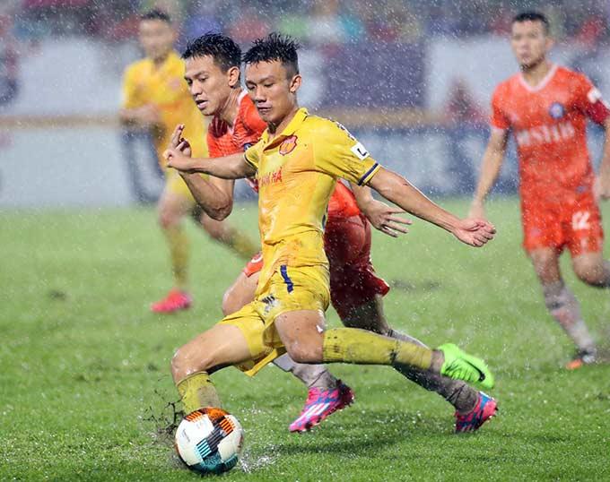 Các đội bóng cần nỗ lực đáp ứng các tiêu chí cấp phép chuyên nghiệp nếu như không muốn bị cấm dự V.League trong vài ba năm tới - Ảnh: Phan Tùng