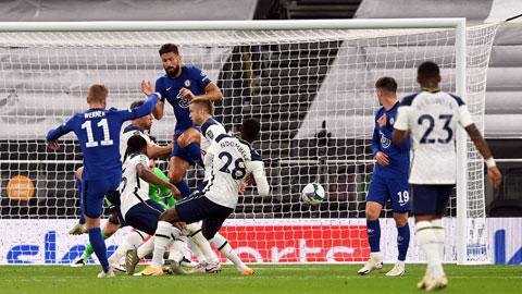 """Với """"hỏa lực"""" mạnh, Chelsea (áo sẫm) sẽ xuyên thủng được mành lưới Tottenham"""