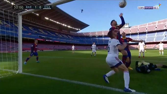 """Messi suýt tái hiện """"Bàn tay của Chúa"""""""
