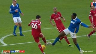 'Welbeck cũng không nghĩ Liverpool bị thổi phạt đền'