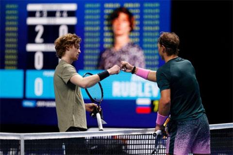 Andrey Rublev thua Rafael Nadal ở trận đầu tiên tại ATP Finals 2020