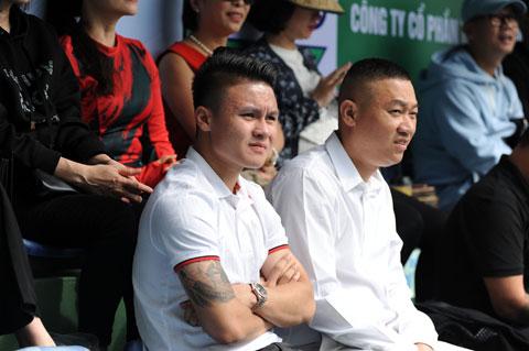 Cầu thủ Nguyễn Quang Hải dự khán trận chung kết đơn nam
