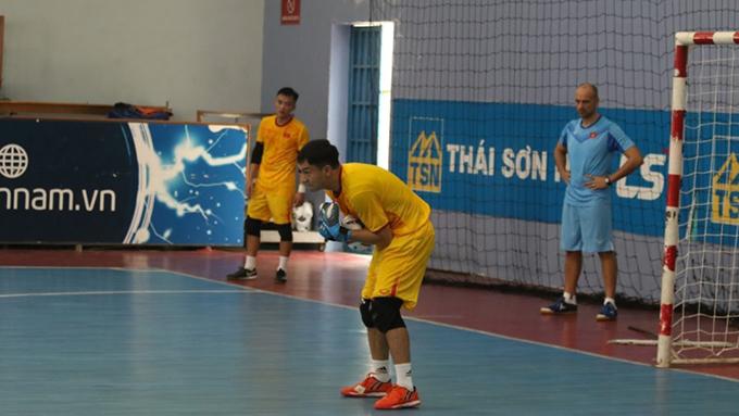 Đôi tuyển futsal Việt Nam đã tập luyện từ sáng 30/11 - Ảnh: Khắc Điền