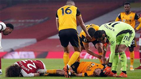 Sao Wolves chấn thương kinh hoàng sau pha va chạm với David Luiz