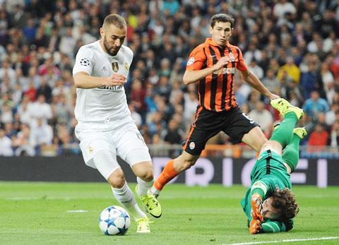 Benzema (trái) và đồng đội sẽ bắt Shakhtar trả món nợ ở lượt đi