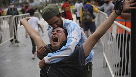 Tình tiết mới: Maradona bị ngã đập đầu và bị bỏ rơi suốt 3 ngày trước khi chết