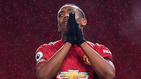 Rời sân tập chỉ sau 11 phút, Martial nguy cơ lỡ trận M.U vs PSG