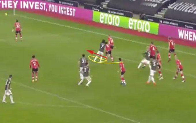 """Hậu vệ Southampton phản ứng nhưng Cavani cũng ngay lập tức """"ra chiêu"""""""