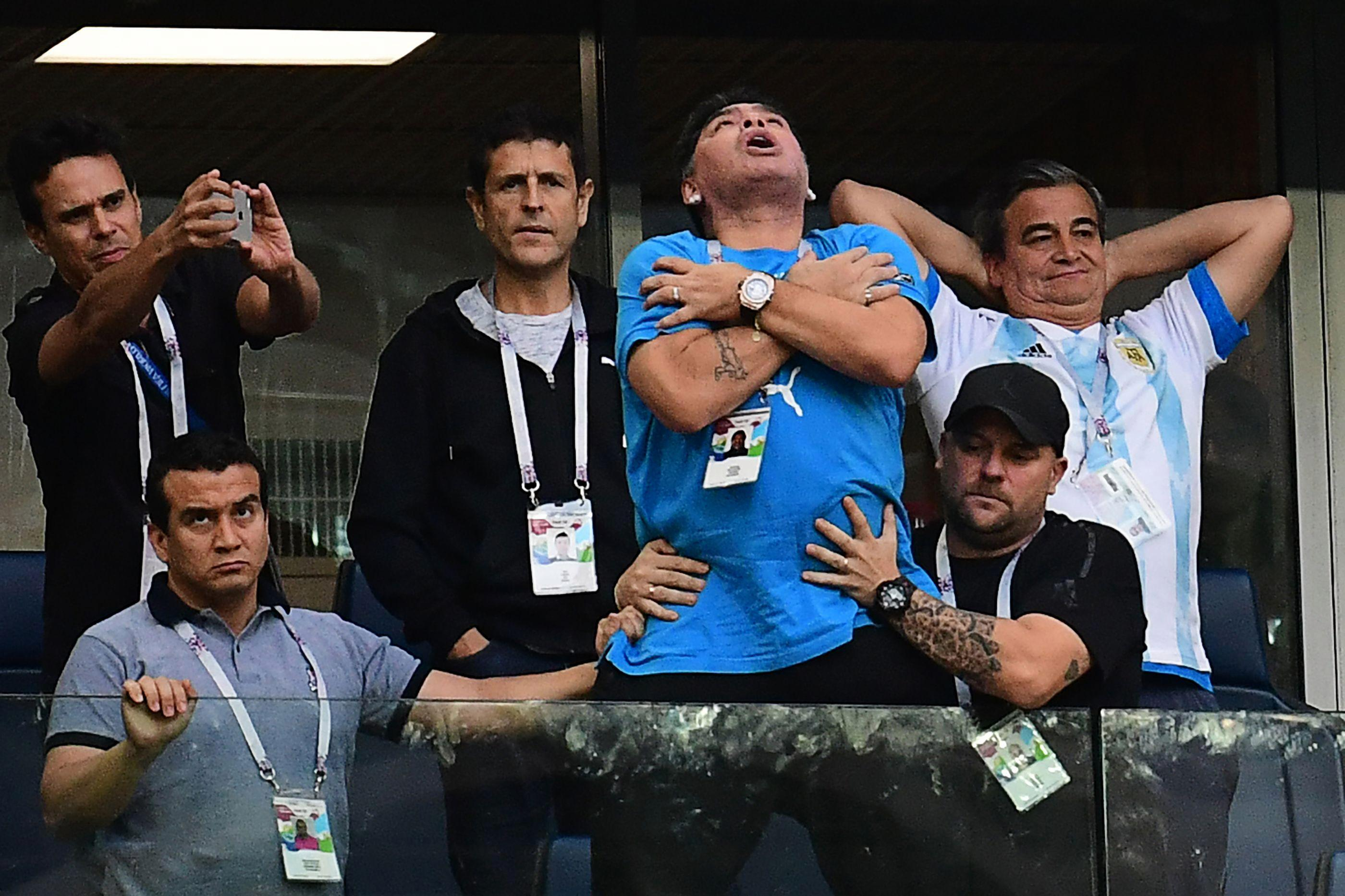 Mùa Hè 2018, tại VCK World Cup ở Nga, trên lô VIP của khán đài, Maradona đã gây chú ý với những biểu hiện kỳ lạ như phê thuốc