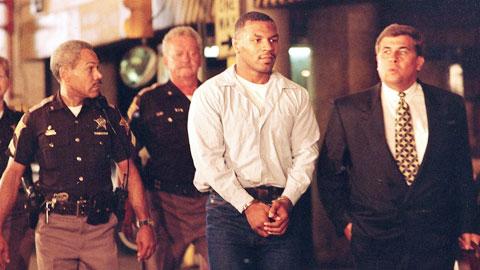 """Mike Tyson & cuộc đời """"như phim"""" ngoài sàn đấu"""